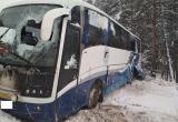 На трассе Вологда - Новая Ладога опрокинулся междугородний автобус с пассажирами