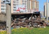 В Череповце большегруз «уронил» на асфальт 18 тонн металлолома