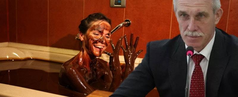 Селфи в «шоколадной» ванной может обернуться увольнением для чиновницы